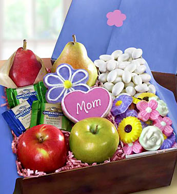 happy-mothers-day-fruit-and-sweets-gift-box