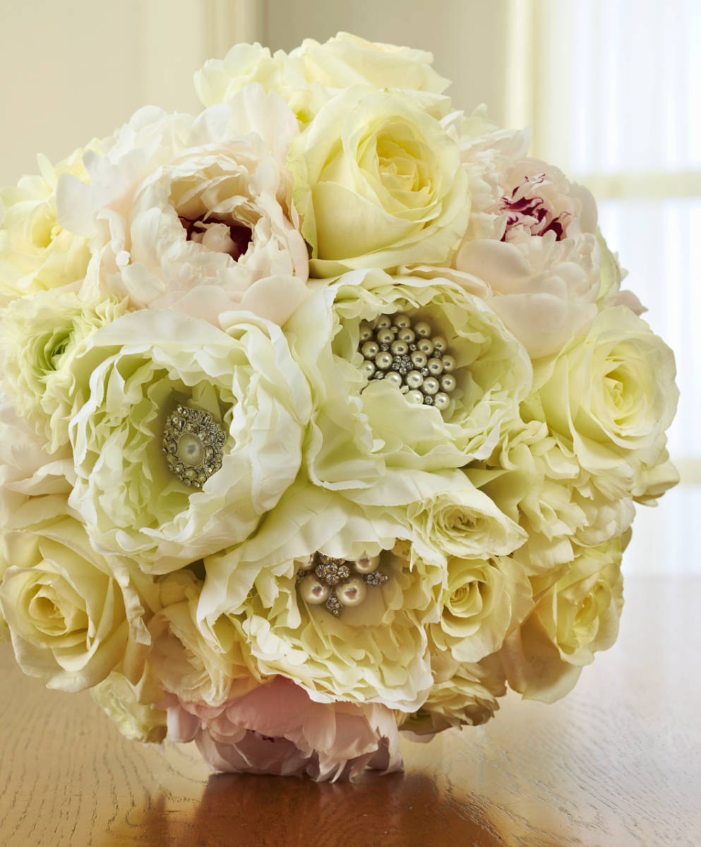 White Wedding Flowers: Unique Ideas For White Wedding Flowers