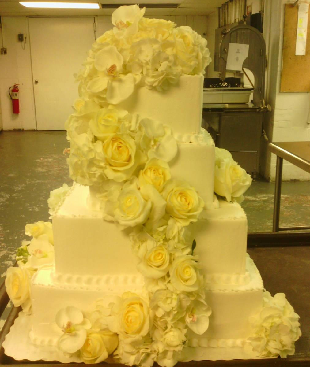 White Flower Wedding Cake: Unique Ideas For White Wedding Flowers