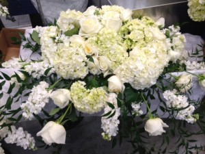 white flower wedding centerpiece arrangement