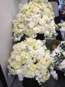 white flower arrangements for wedding