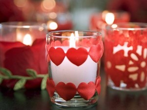 Romantic-heart-trim-candle