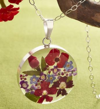 Fresh Mixed Flower Circle Pendant Necklace