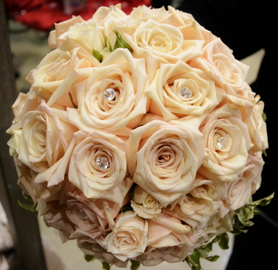 How to Choose a Bridal Bouquet That\'s Perfect for You | Petal Talk