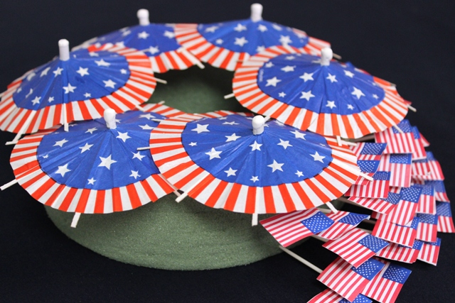 How to Arrange American Flag Toothpicks to Create DIY 4th of July Wreath