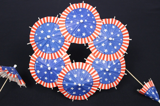 How to Arrange Patriotic Umbrella Toothpicks to Create DIY 4th of July Wreath