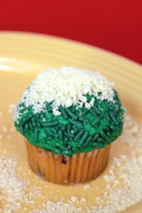 Mini Father's Day Cupcake With Cookie Crumb Sand Bunker