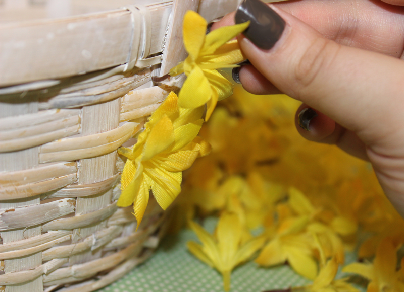 floral-diy-easter-basket_attach-flowers