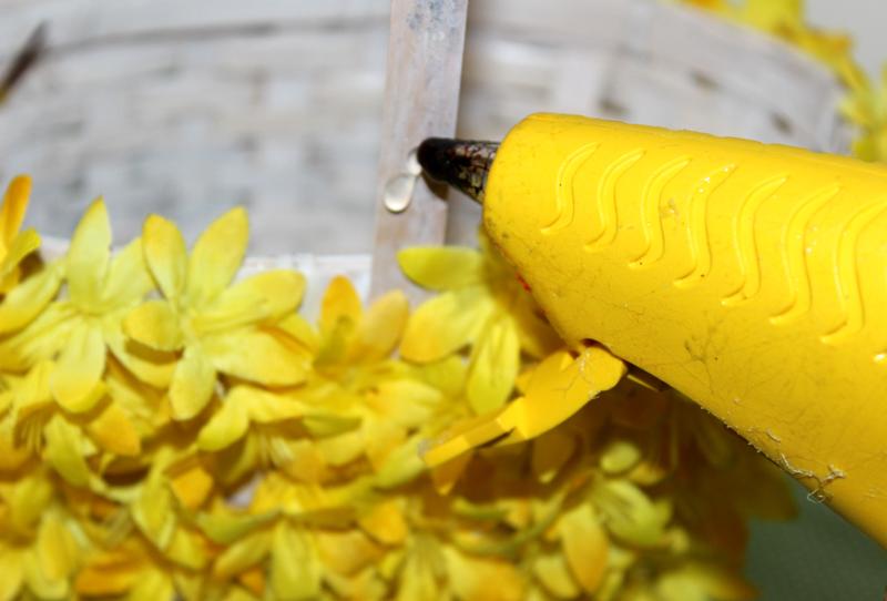 floral-diy-easter-basket_glue-handle