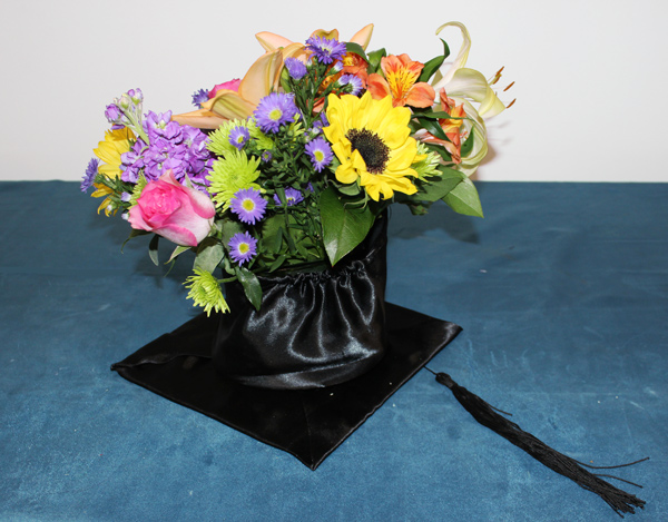 diy-graduation-cap-centerpiece-final