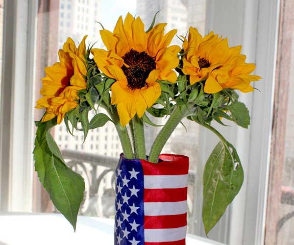 diy-patriotic-decor-red-white-blue-american-flag-vase-with-sunflowers
