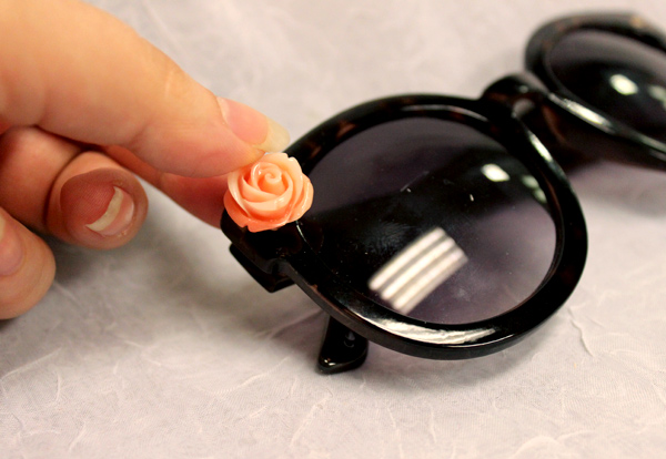 diy flower sunglasses APPLY