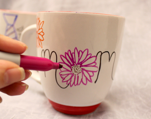how-to-make-DIY-permanent-marker-mugs-draw