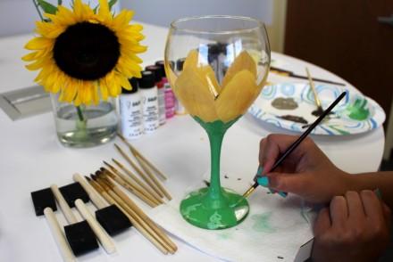 Painting sunflower on wine glass