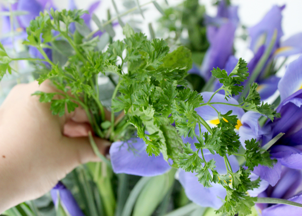 add-fresh-scent-with-flower-herb-bouquet-arrange