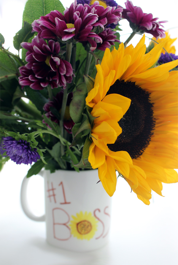 DIY Bosses Day Gift: How Permanent Marker Mug Bouquet