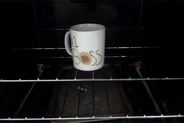 diy-boss-s-day-gifts-permanent-marker-mug-bouquet-bake