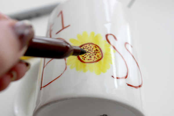diy-boss-s-day-gifts-permanent-marker-mug-bouquet-write