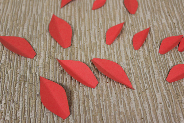 how-to-make-paper-poinsettias-petals