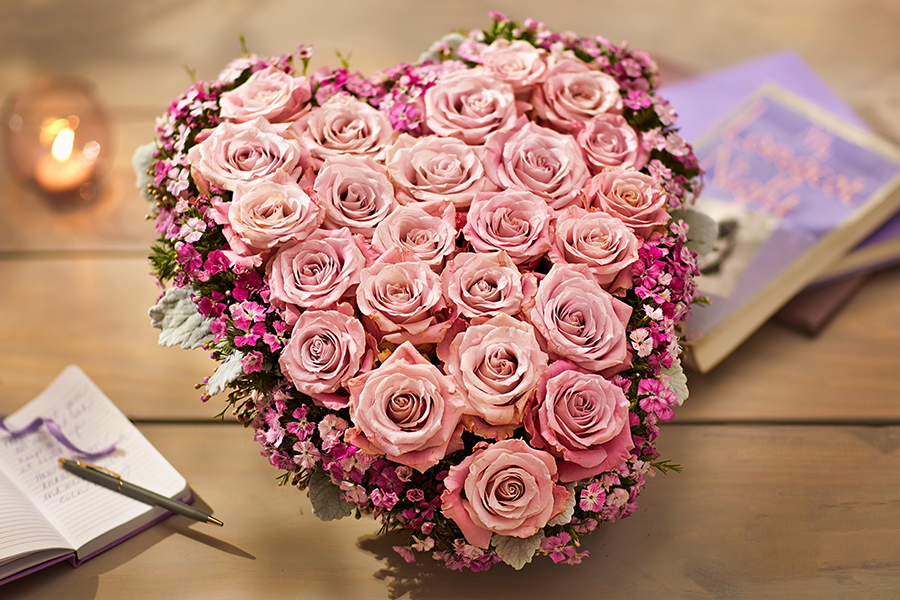 pink-rose-heart-arrangement