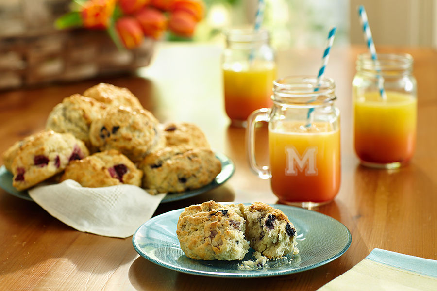 Easter Brunch Breakfast Scones & Mason Jar Drinks