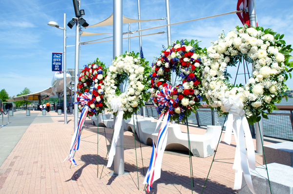 uss-intrepid-memorial-day-ceremony-patriotic-floral-wreath