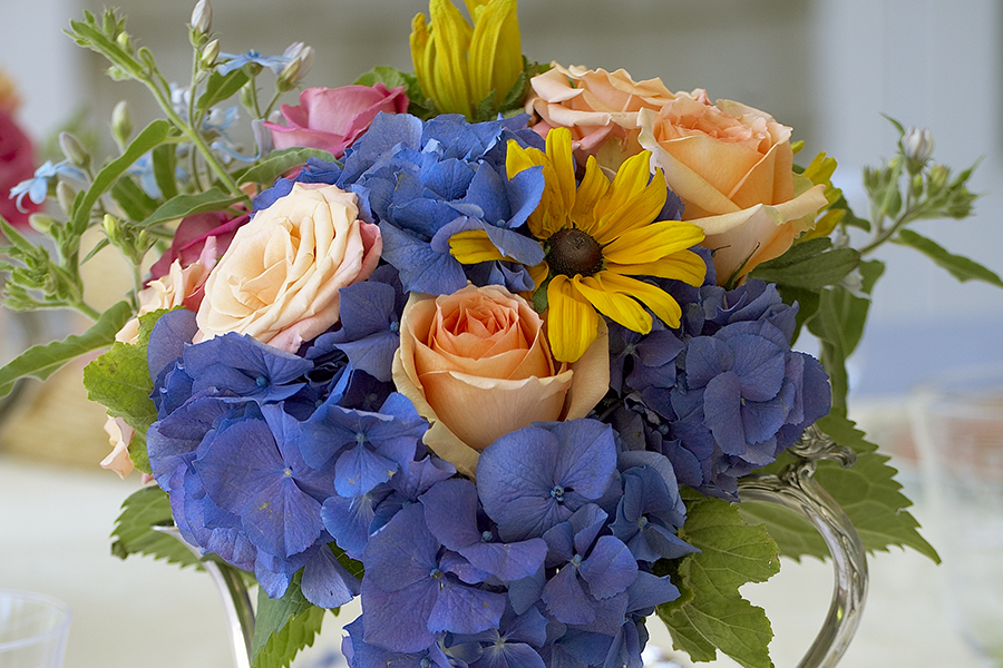 Mixed Flower Arrangement- Roses, Daisies,  Hydrangea