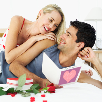 couple-reading-card