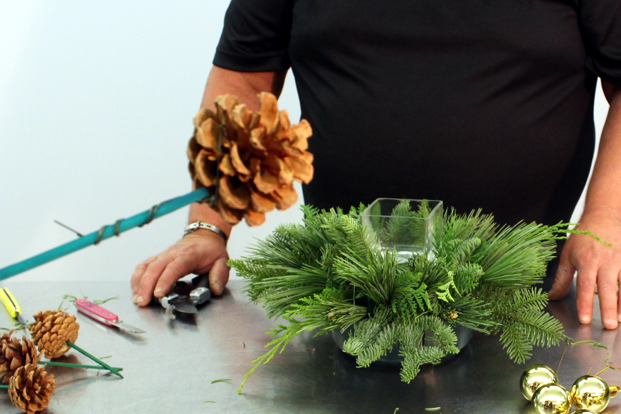How to make pine cone sticks for flower arrangement
