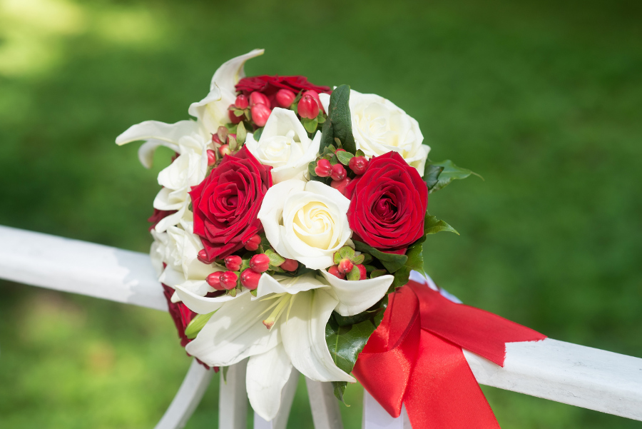 Red, White & Green Winter Wedding Flowers