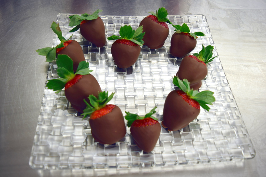 chocolate-covered-strawberries-heart-shaped