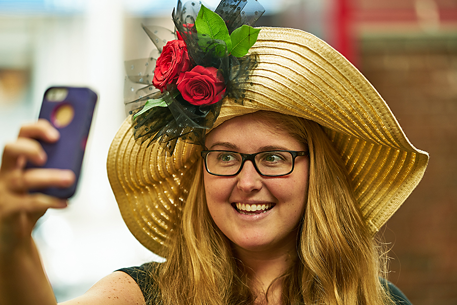 kentucky-derby-flower-hat-selfie