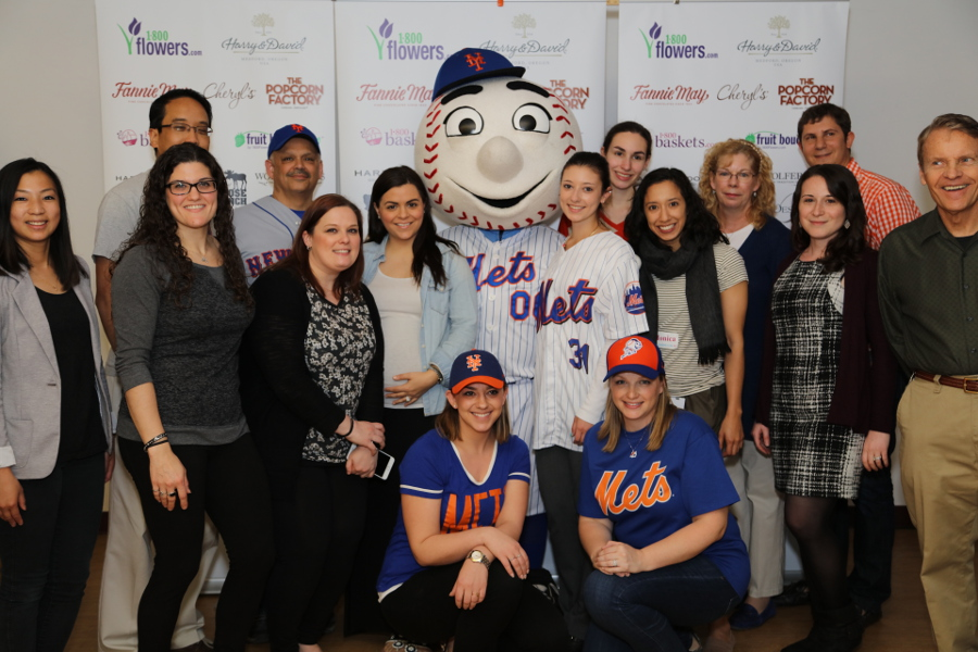 employees-with-mr-met
