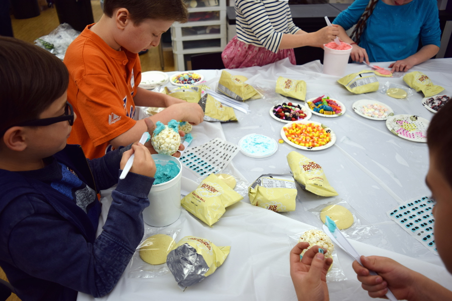 kids-decorating-popcorn-balls