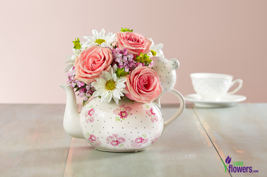 Tea pot with flowers