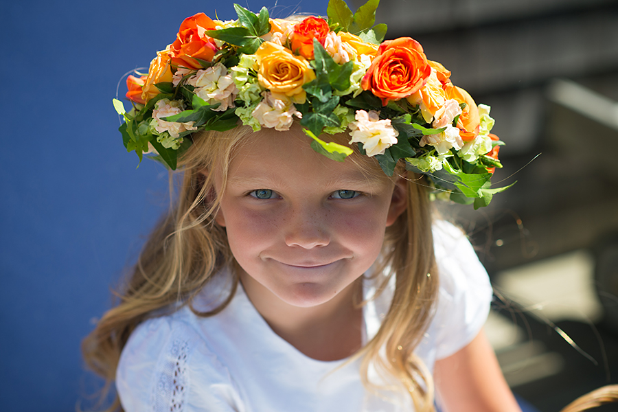 flower-girl-with-flower-crown