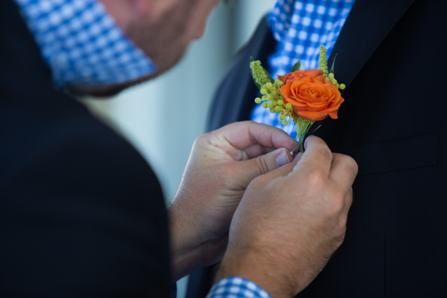 groomsmen-boutonnieres