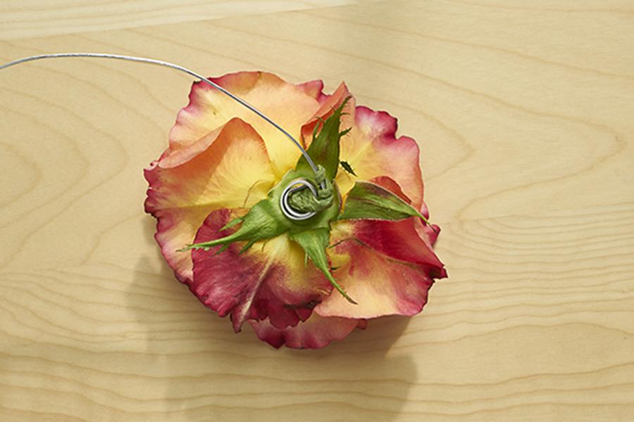 wrap-wire-around-flower