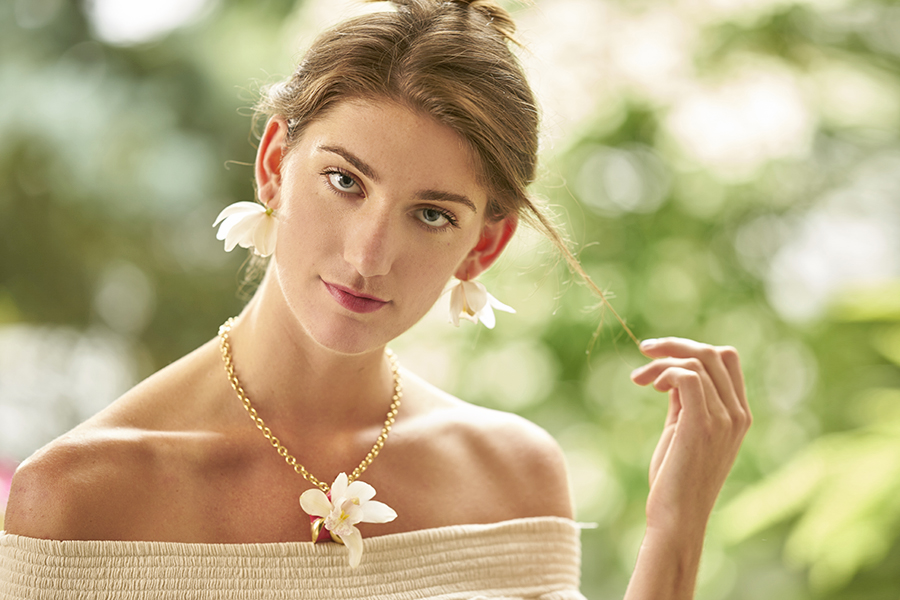 orchid-necklace-model