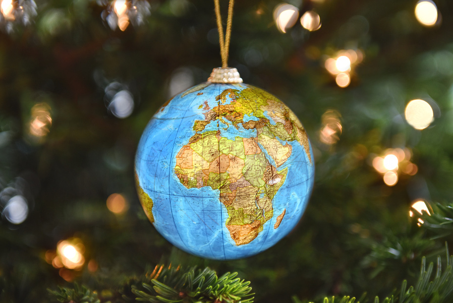 globe-ornament-christmas-around-the-world