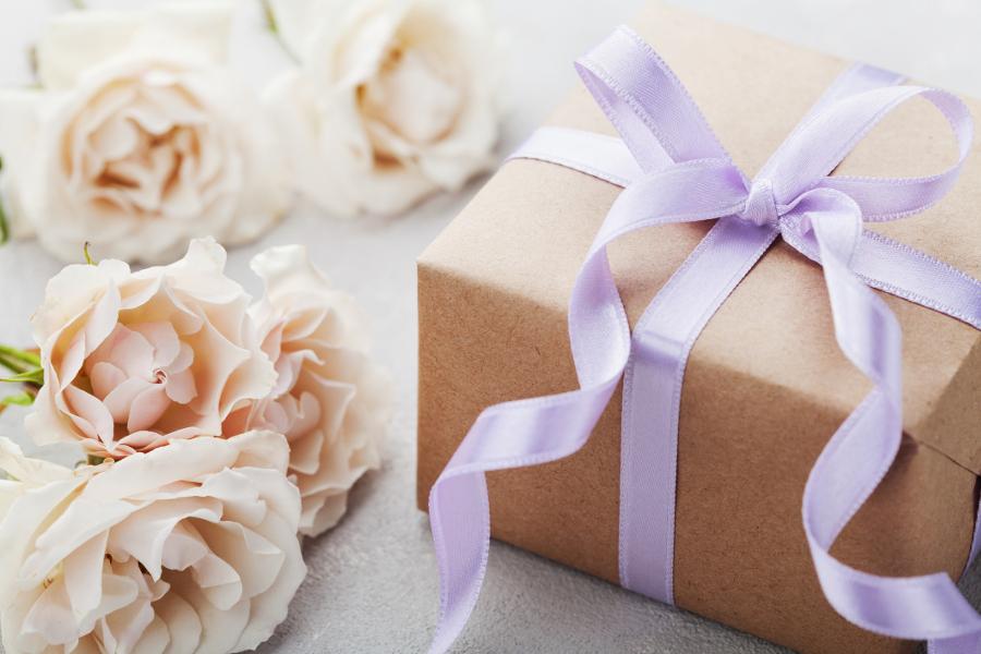 7 Important Wedding Gift Etiquette Tips Petal Talk
