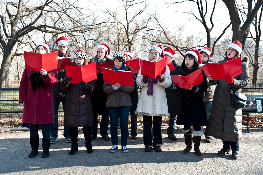 people-christmas-carolling