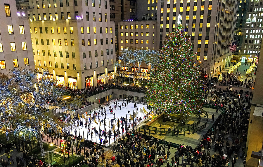 rockefeller plaza during christmas new york city