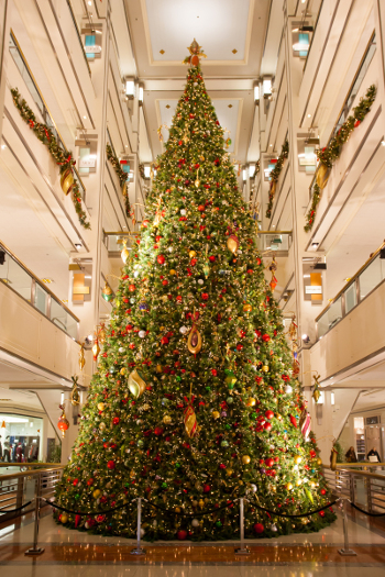 decorated-christmas-tree-holiday-guide