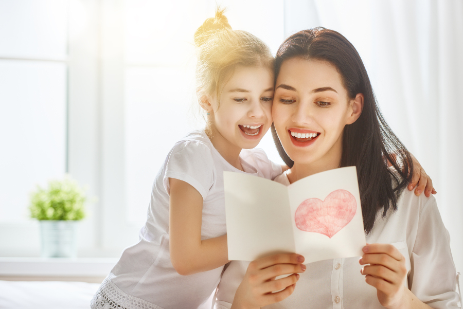 mother and daughter reading card message