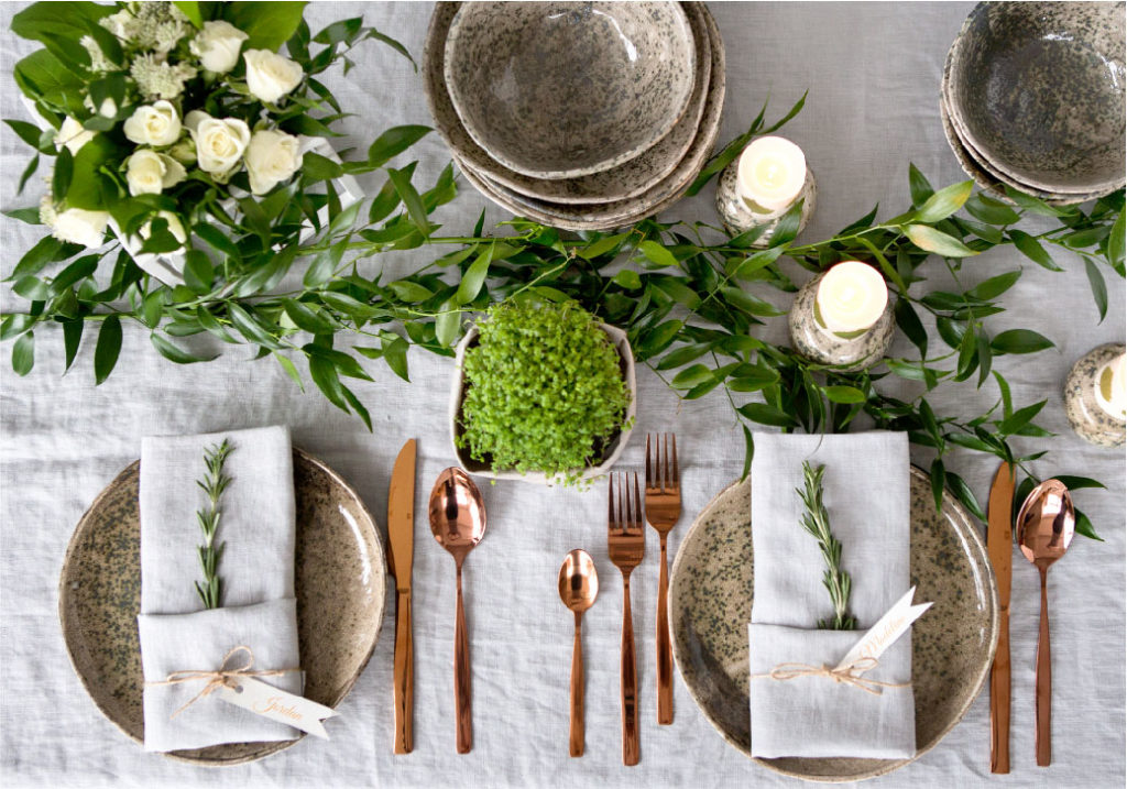 Dinner table utensils