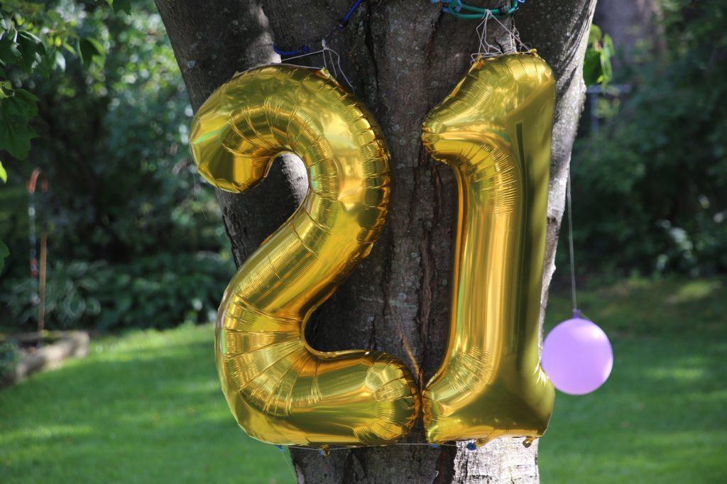 Gold 21st birthday balloons