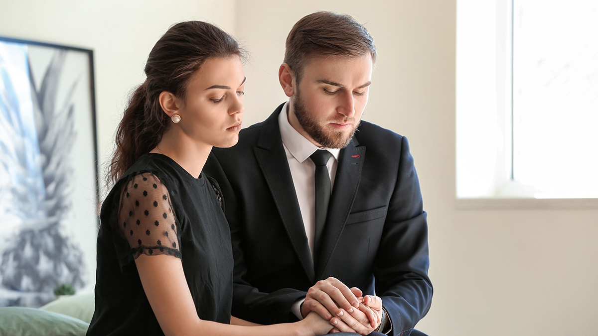 Photo of couple mourning at funeral